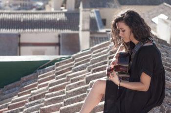 La cantautrice Eliana presenta il suo disco a Palazzo Siotto